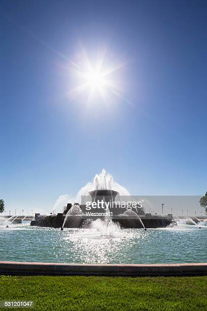 USA, Illinois, Chicago, Buckingham Fountain against the sun