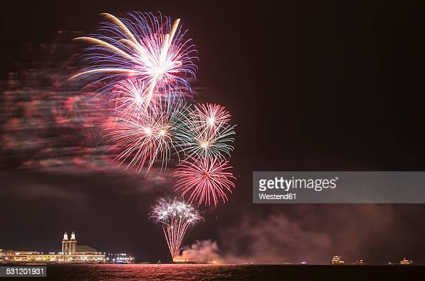 USA, Illinois, Chicago, fireworks at Navy Pier at Lake Michigan