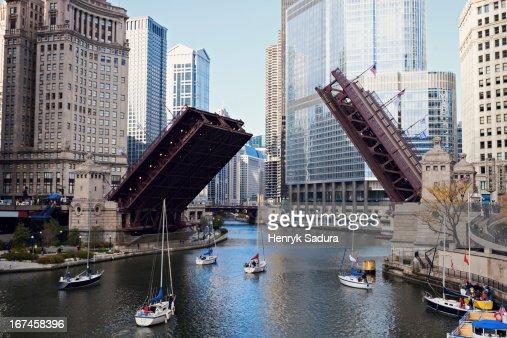 USA, Illinois, Chicago, Michigan Avenue bridge : Stock Photo