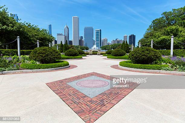 USA, Illinois, Chicago, Millennium Park with Buckingham Fountain