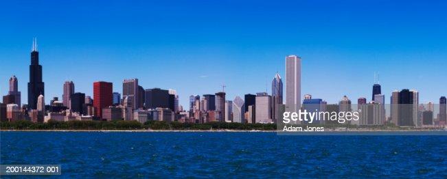 USA, Illinois, Chicago skyline and Lake Michigan