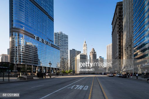USA, Illinois, Chicago, skyscrapers with Trump Tower in downtown