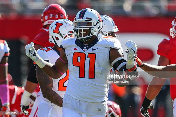 Illinois Fighting Illini defensive lineman Dawuane Smoot celebrates after a sack during the game between the Rutgers Scarlet Knights and the Illinois...