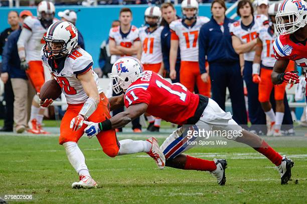 Illinois Fighting Illini wide receiver Mike Dudek attempts to get away from a tackle by Louisiana Tech Bulldogs defensive back Lloyd Grogan during...