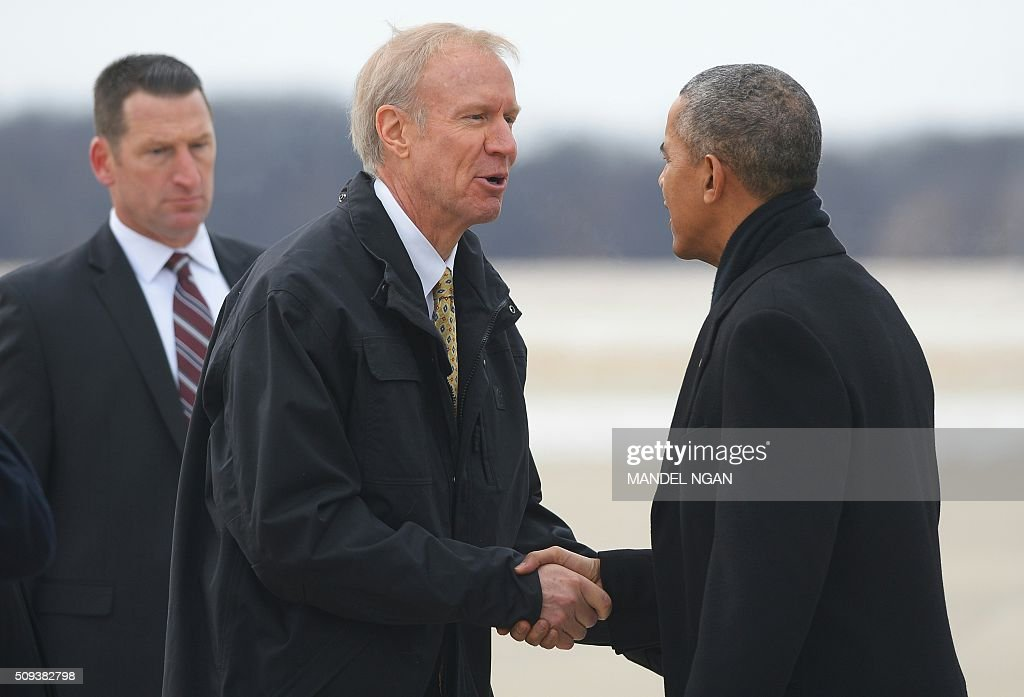 Illinois Governor Bruce Rauner (L) greets US President Barack Obama upon arrival at Abraham Lincoln Capital Airport in Springfield, Illinois on February 10, 2016. / AFP / MANDEL NGAN