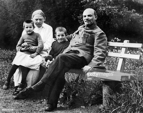 Illitch Vladimir Ulyanov Lenin Russian politician here with his wife Nadedja Krupskaya and his nephew Victor Vera small daughter of a laborer was in...