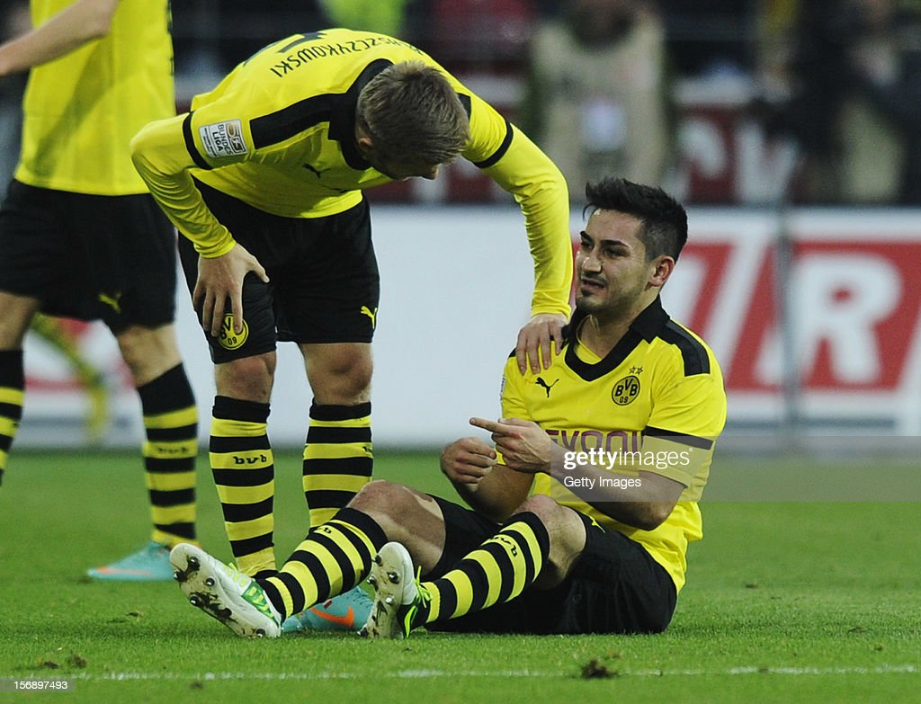 Illkay Guendogan of Dortmund (R) sits on the field next to team mate <a gi-track='captionPersonalityLinkClicked' href=/galleries/search?phrase=Jakub+Blaszczykowski&family=editorial&specificpeople=2290714 ng-click='$event.stopPropagation()'>Jakub Blaszczykowski</a> during the Bundesliga match between 1. FSV Mainz 05 and Borussia Dortmund at Coface Arena on November 24, 2012 in Mainz, Germany.