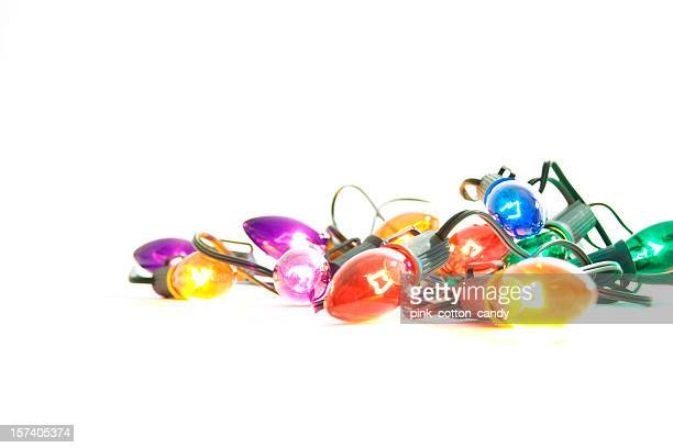 Illuminato luci di Natale su sfondo bianco