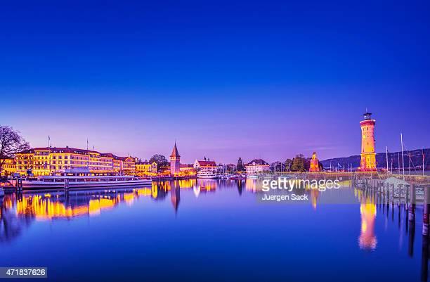 Beleuchtet Hafen von Lindau am Bodensee (Nacht)