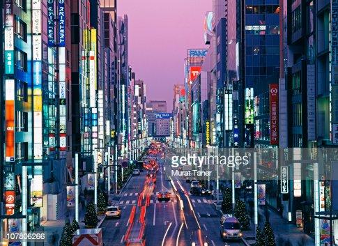 Illuminated street scene : Stockfoto