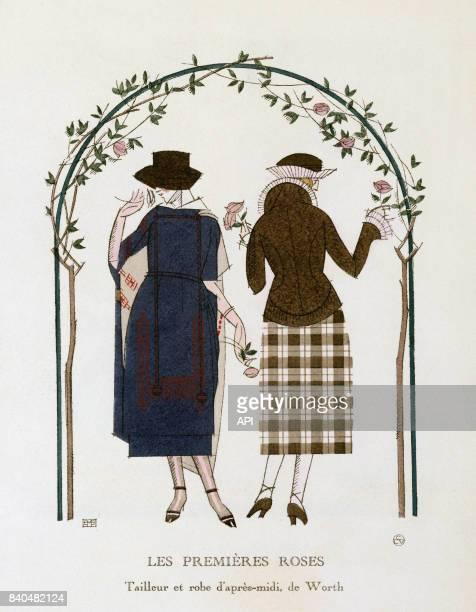 Illustration 'Les premières robes' présentant des femmes portant un tailleur et une robe d'aprèsmidi de Worth passant sous une arche fleurie publiée...