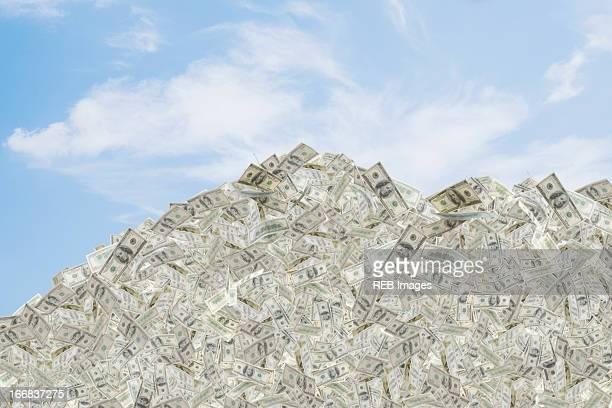 Illustration of mountain of dollar bills