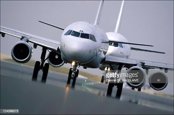 Illustration traffic in Roissy Charles De Gaulle airport In Roissy France In 2001 Airbus A320