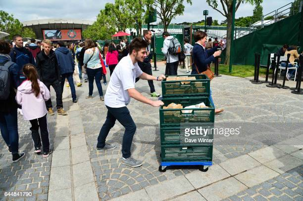 Illustration Transport de Sandwich Jour 1 Roland Garros 2015 Photo Dave Winter / Icon Sport