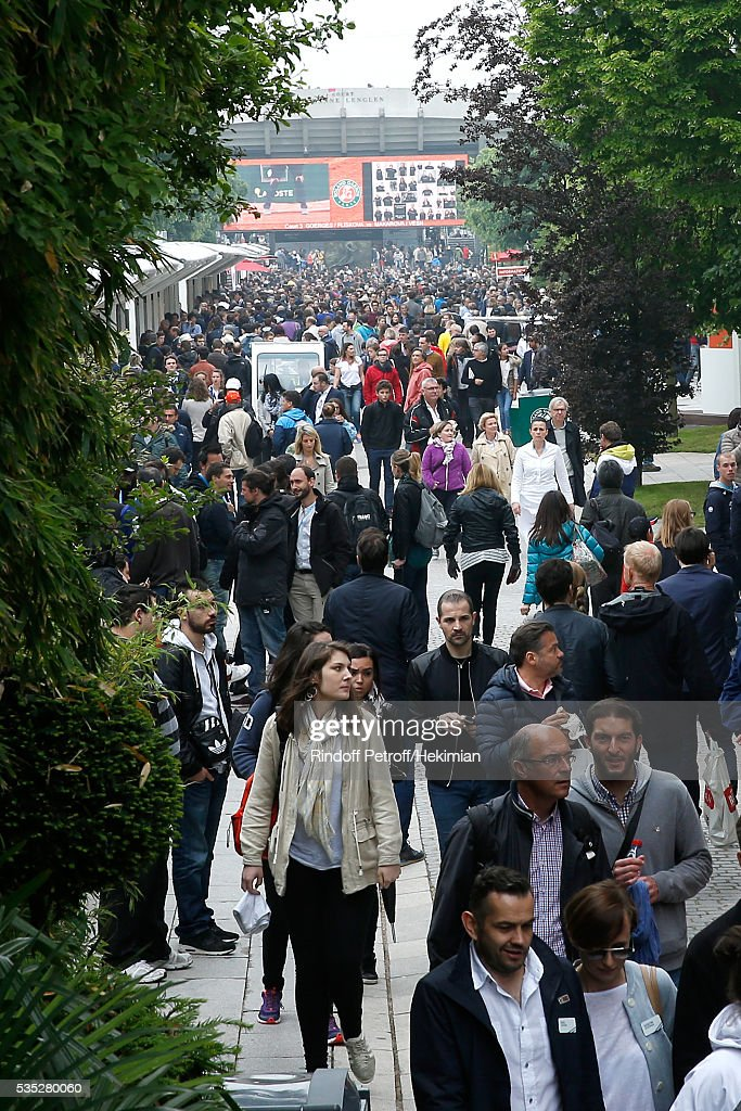 Illustration view of the Public during Day Height of the 2016 French Tennis Open at Roland Garros on May 29, 2016 in Paris, France.