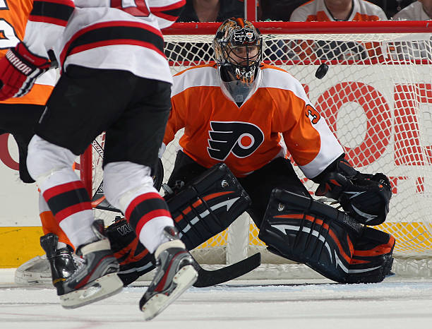 ccc0c7d5a ... Jersey Online Nederland KOWrpz Ilya Bryzgalov 30 of the Philadelphia  Flyers keeps his eyes on the airborn puck against ...