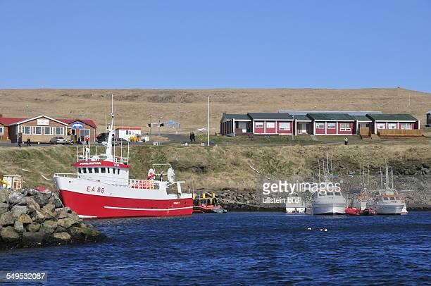 Im kleinen Fischereihafen auf der isländischen Hochseeinsel Grimsey liegen Fischerboote aufgenommen am 21 Mai 2012