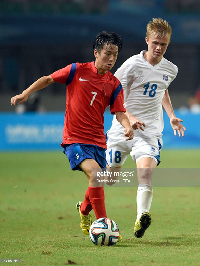 Im Wharang of Korea Republic is pursuit by Atli Hrafin Andrason of Iceland during the 2014 FIFA Boys Summer Youth Olympic Football Tournament Semi Final match between Korea Republic and Iceland at Jiangning Sports Centre Stadium on August 24, 2014 in Nanjing, China.