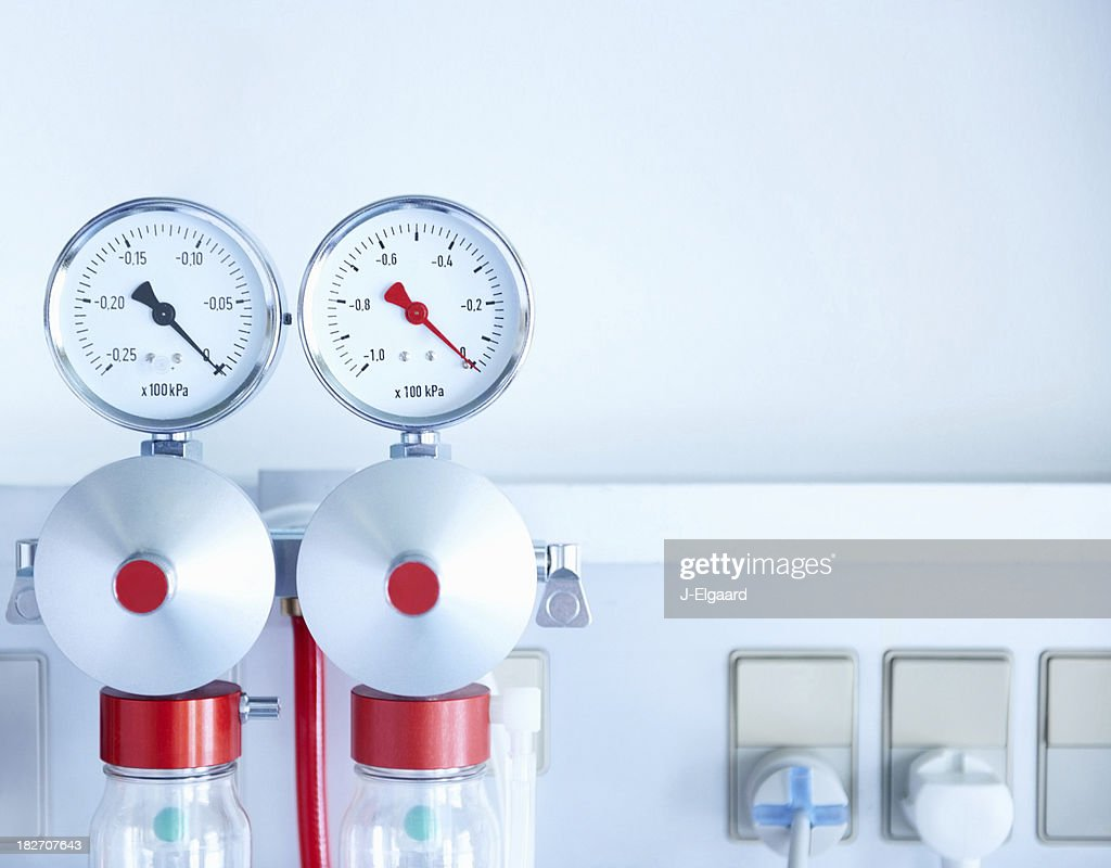 Image of a wall mounted medical oxygen regulator