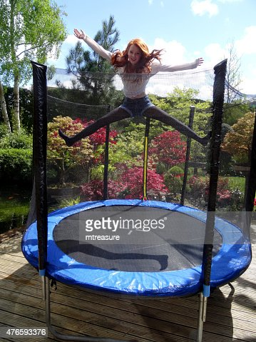 rebondir trampoline photos et images de collection getty images. Black Bedroom Furniture Sets. Home Design Ideas