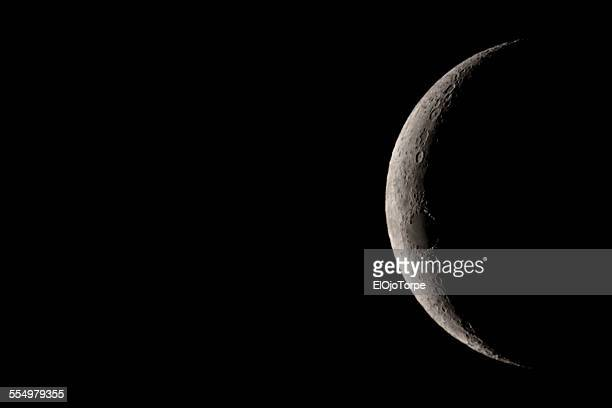 Image of the moon: waxing crescent moon ascending