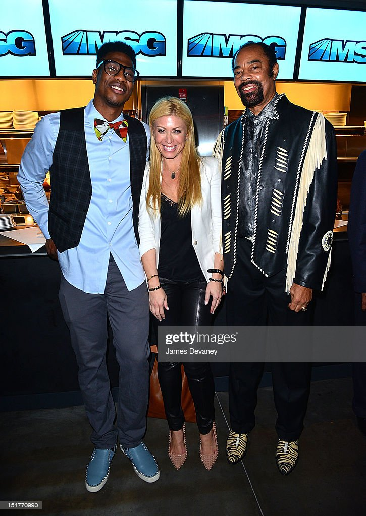 <a gi-track='captionPersonalityLinkClicked' href=/galleries/search?phrase=Iman+Shumpert&family=editorial&specificpeople=5042486 ng-click='$event.stopPropagation()'>Iman Shumpert</a>, Jill Martin and Clyde Frazier attend MSG Network's 'Knicks Season Roundtable' at Clyde Frazier's Wine and Dine on October 25, 2012 in New York City.