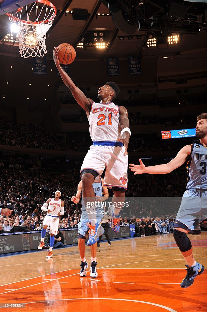 Iman Shumpert #21 of the New York Knicks drives to the basket in a game played against the Memphis Grizzlies on March 27, 2013 at Madison Square Garden in New York City.