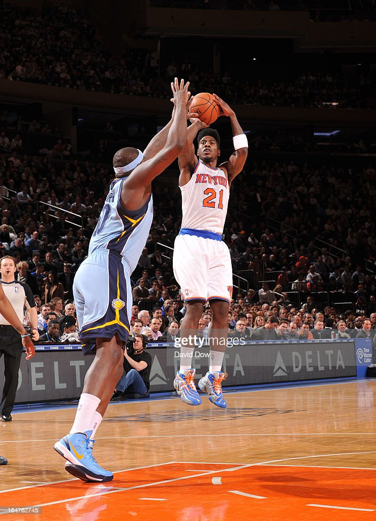 Iman Shumpert #21 of the New York Knicks goes for a jump shot during the game between the Memphis Grizzlies and the New York Knicks on March 27, 2013 at Madison Square Garden in New York City.