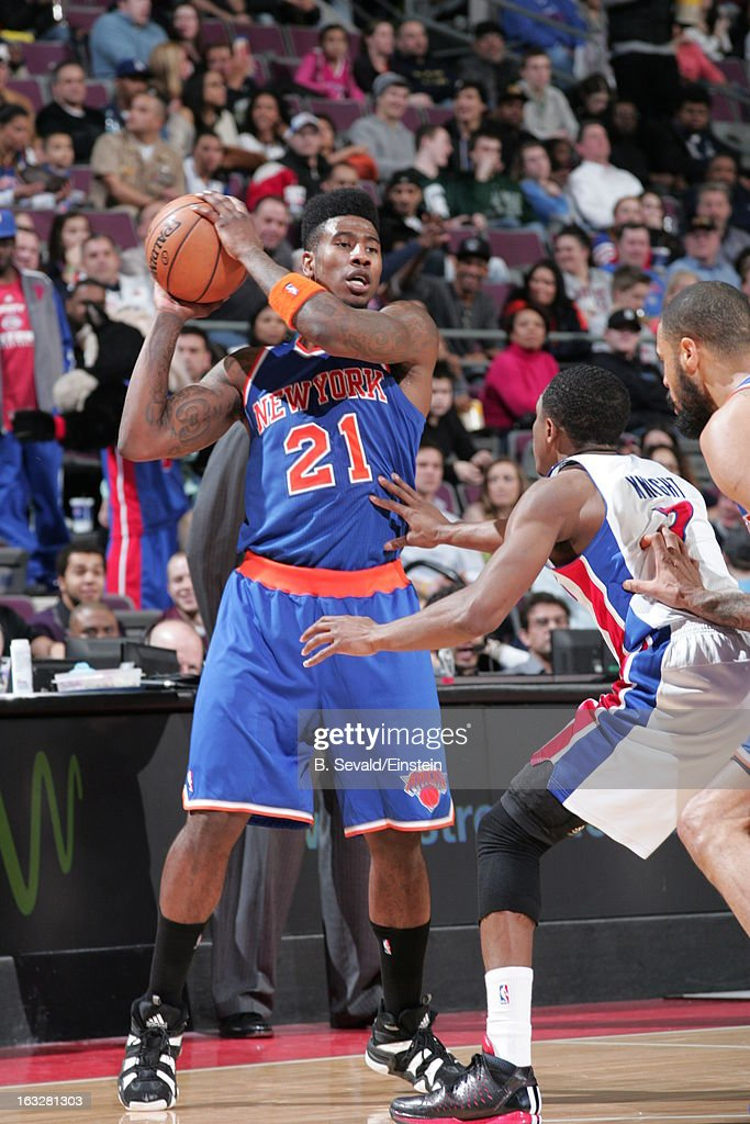 Iman Shumpert #21 of the New York Knicks passes the ball during the game between the Detroit Pistons and the Atlanta Hawks on March 6, 2013 at The Palace of Auburn Hills in Auburn Hills, Michigan.