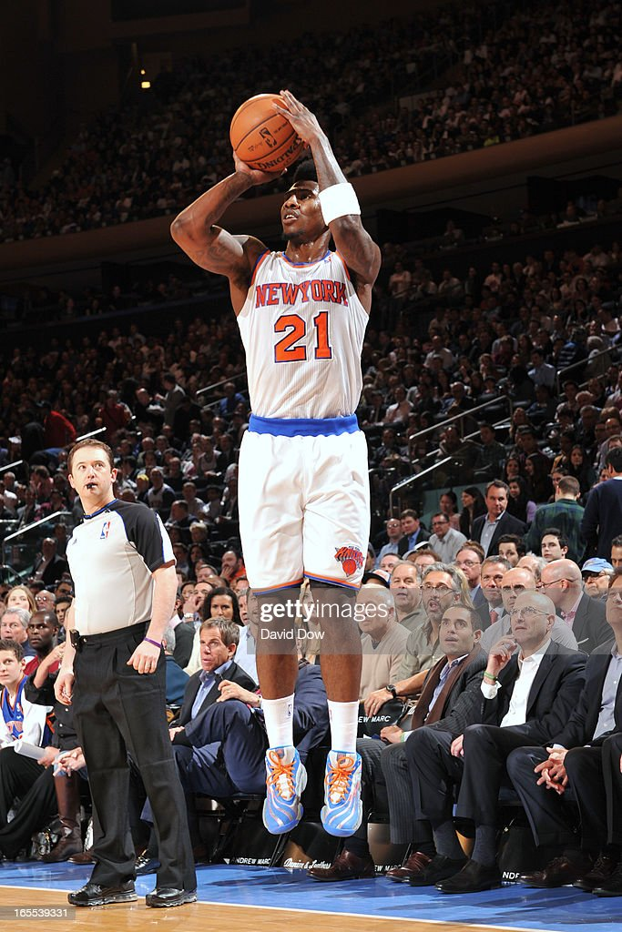 Iman Shumpert #21 of the New York Knicks takes a shot against the Memphis Grizzlies on March 27, 2013 at Madison Square Garden in New York City.