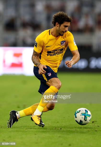 ime Vrsaljko of Atletico Madrid runs with the ball during the Audi Cup 2017 match between Liverpool FC and Atletico Madrid at Allianz Arena on August...