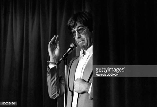 L'imitateur JeanClaude Poirot sur scène au cabaret Don Camilo le 16 août 1979 à Paris France