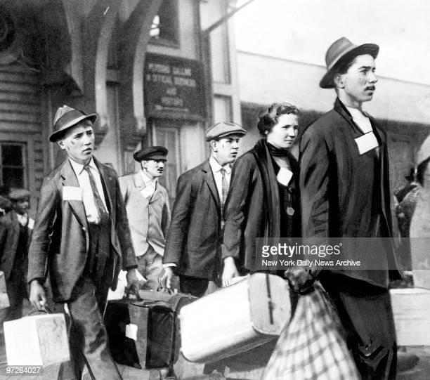 Immigrants arriving at Ellis Island circa 1922