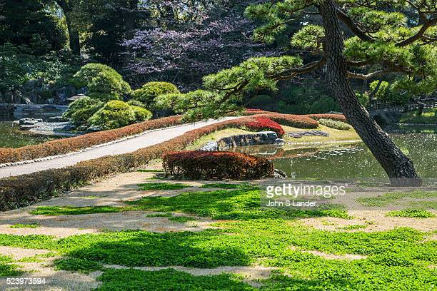 Imperial Palace East Gardens is made up of the Honmaru and Ninomaru areas of Edo Castle None of the Edo Castle buildings remain today though the...