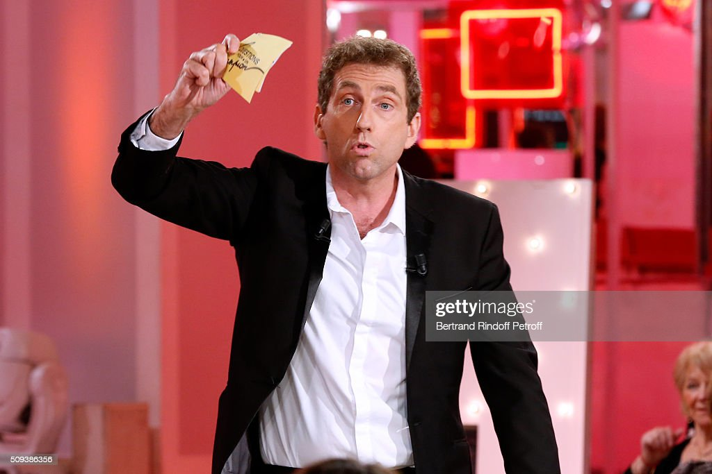 Impersonator Thierry Garcia imitates Julien Lepers during the 'Vivement Dimanche' French TV Show at Pavillon Gabriel on February 10, 2016 in Paris, France.