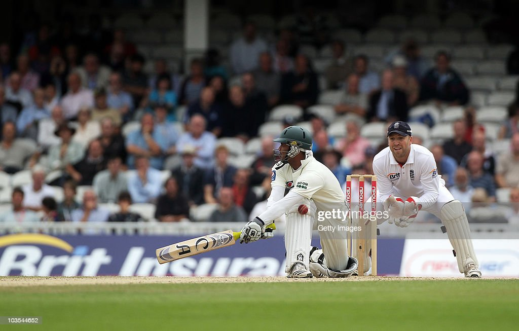 Imran Farhat of Pakistan is trapped lbw by Graeme Swann of England watched by wicketkeeper Matt Prior during day four of the npower 3rd Test Match between England and Pakistan at The Brit Insurance Oval on August 21, 2010 in London, England.