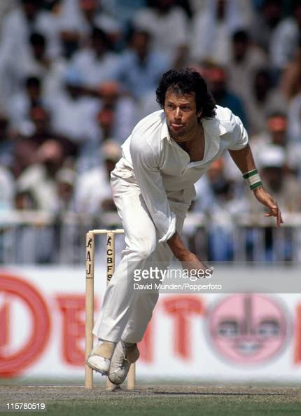 Imran Khan bowling for Pakistan in Sharjah 1991