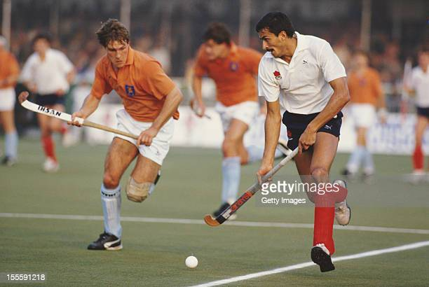 Imran Sherwani and Jan Kruize of the Netherlands during their Pool A match at the 6th FIH Men's Field Hockey World Cup on 13th October 1986 at the...