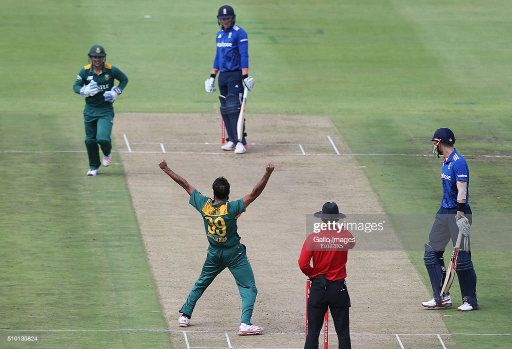 Imran Tahir celebrates the wicket of Jason Roy during the 5th Momentum ODI Series match between South Africa and England at PPC Newlands on February 14, 2016 in Cape Town, South Africa.