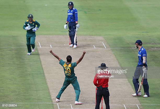Imran Tahir celebrates the wicket of Jason Roy during the 5th Momentum ODI Series match between South Africa and England at PPC Newlands on February...