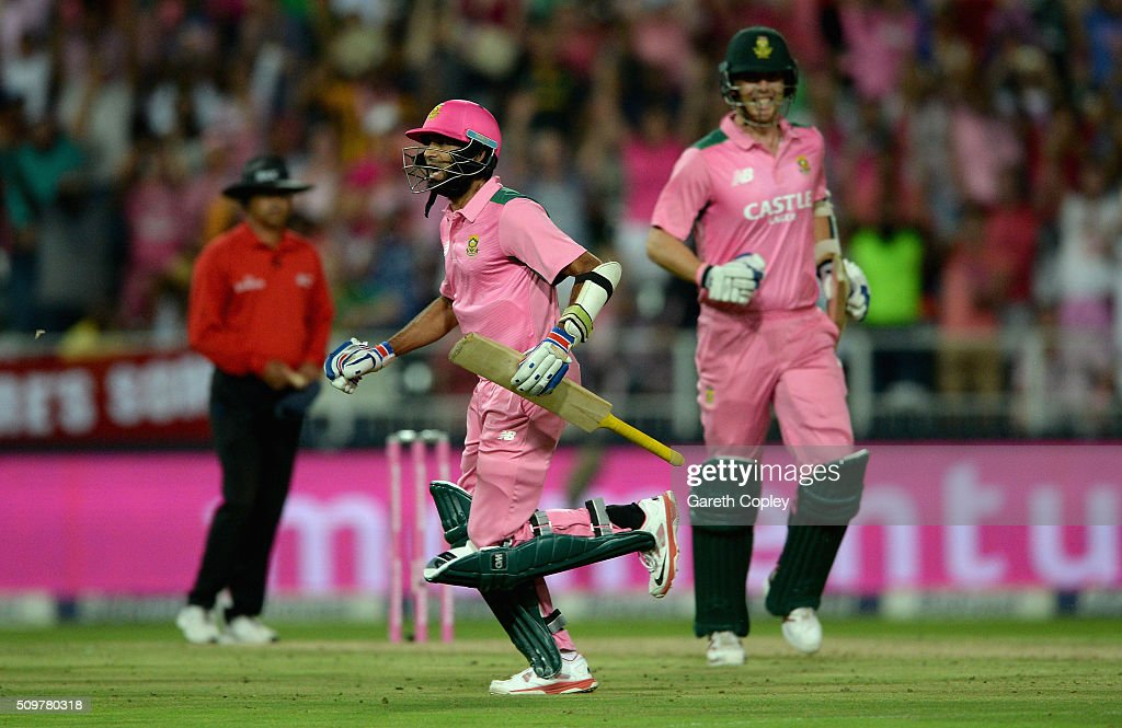 <a gi-track='captionPersonalityLinkClicked' href=/galleries/search?phrase=Imran+Tahir&family=editorial&specificpeople=2128968 ng-click='$event.stopPropagation()'>Imran Tahir</a> of South Africa celebrates hitting the winning runs to win the 4th Momentum ODI between South Africa and England at Bidvest Wanderers Stadium on February 12, 2016 in Johannesburg, South Africa.
