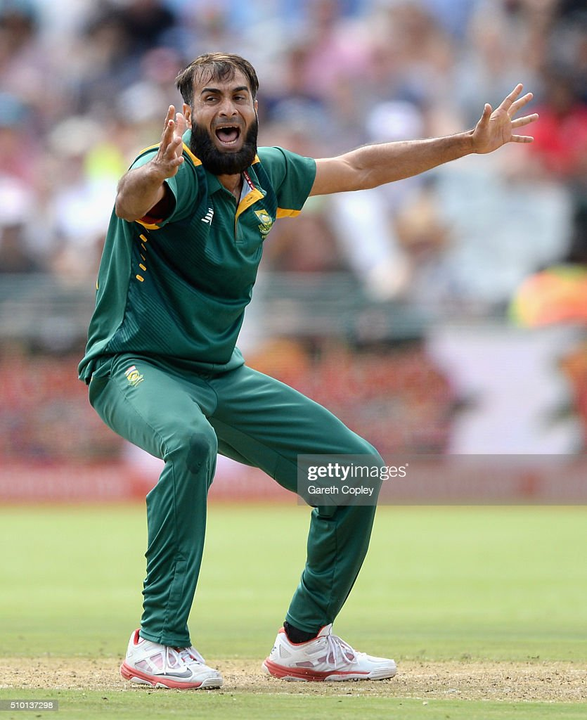 <a gi-track='captionPersonalityLinkClicked' href=/galleries/search?phrase=Imran+Tahir&family=editorial&specificpeople=2128968 ng-click='$event.stopPropagation()'>Imran Tahir</a> of South Africa successfully apeals for the wicket of Joe Root of England during the 5th Momentum ODI match between South Africa and England at Newlands Stadium on February 14, 2016 in Cape Town, South Africa.