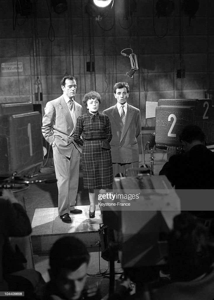 In a Parisian television studio Edith PIAF is singing a recital between her two friends the American Eddie CONSTANTINE and young Charles AZNAVOUR who...