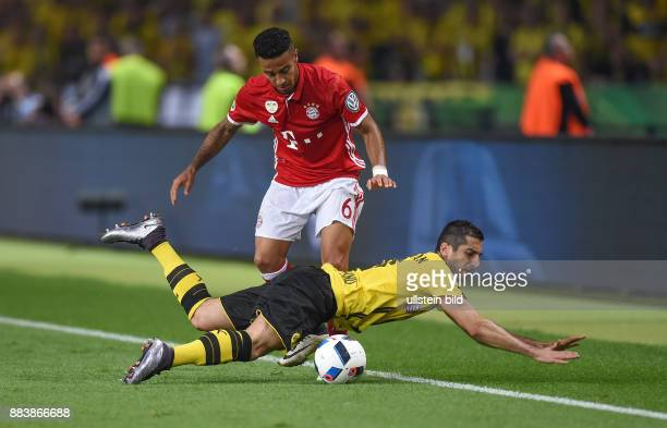 FUSSBALL DFB POKAL FINALE SAISON 2015/2016 in Berlin FC Bayern Muenchen Borussia Dortmund Henrikh Mkhitaryan gegen Thiago Alcantara
