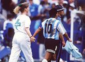 WM 1994 in den USA Boston ARGENTINIEN NIGERIA 21 Diego MARADONA/ARG auf dem Weg zur DopingKontrolle