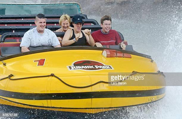 WM 2003 in den USA Los Angeles Nationalmannschaft Deutschland/Feature Birgit PRINZ auf der Wasserrutsche in den Universal Studios