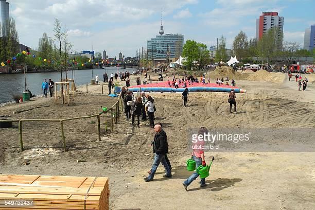 In der Holzmarkt strasse 1930 feiert die HolzmarktGenossenschaft heute mit einem Buergerfest den Baubeginn auf dem 18 000 Quadratmeter grossen...