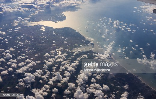 Em Vôo acima do Norte da França e do Canal da Mancha : Foto de stock