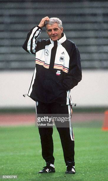TRAINING 1998 in Frankfurt TEAMCHEF Erich RIBBECK/GER/DEUTSCHLAND