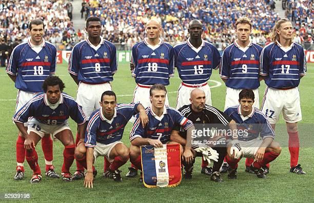 WM 1998 in Frankreich Finale Paris BRASILIEN FRANKREICH 03 FRANKREICH FUSSBALLWELTMEISTER 1998 TEAM FRANKREICH/hintere Reihe vlinre Zinedine ZIDANE...